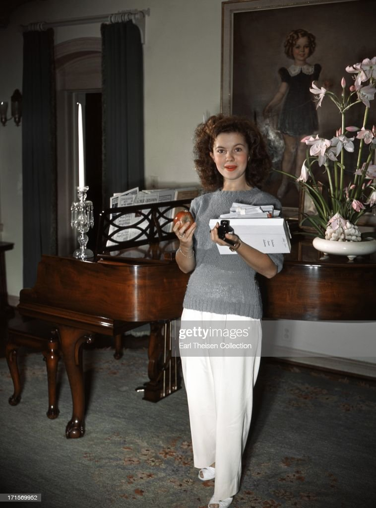 Actress <a gi-track='captionPersonalityLinkClicked' href=/galleries/search?phrase=Shirley+Temple&family=editorial&specificpeople=69996 ng-click='$event.stopPropagation()'>Shirley Temple</a> poses for a photo with her dog at home in 1944 in Los Angeles, California.