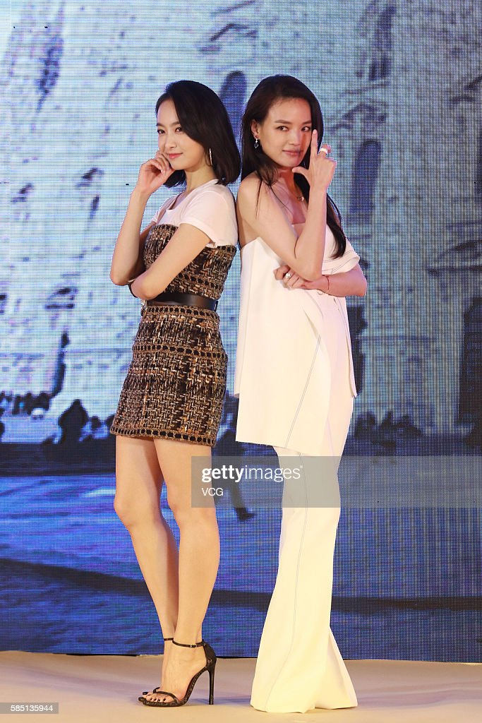 My Best Friend S Wedding Beijing Premiere Actress Shu Qi R And Singer Victoria Song Qian Photos Et Images De