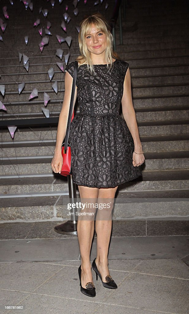Actress <a gi-track='captionPersonalityLinkClicked' href=/galleries/search?phrase=Sienna+Miller&family=editorial&specificpeople=171883 ng-click='$event.stopPropagation()'>Sienna Miller</a> attends the Vanity Fair Party during the 2013 Tribeca Film Festival at the State Supreme Courthouse on April 16, 2013 in New York City.