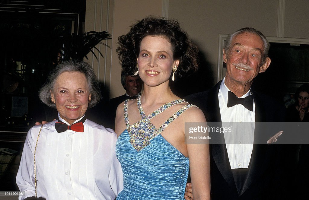 Actress Sigourney Weaver and parents Elizabeth Inglis and Sylvester 'Pat' Weaver attend the 44th Annual Golden Globe Awards on January 31, 1987 at Beverly Hilton Hotel in Beverly Hills, California.