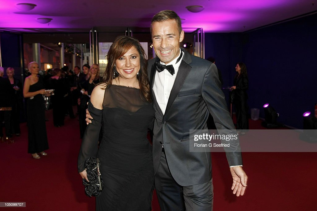 Actress Simone Thomalla and tv host Kai Pflaume attend the German TV Award 2010 at Coloneum on October 9 2010 in Cologne Germany