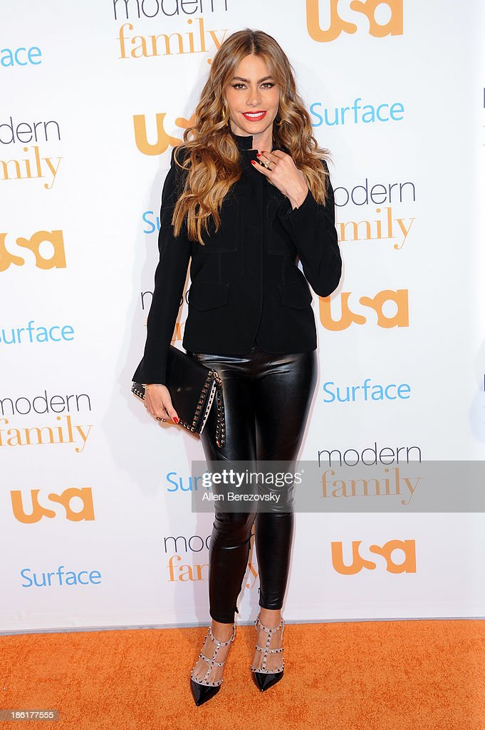 Actress <a gi-track='captionPersonalityLinkClicked' href=/galleries/search?phrase=Sofia+Vergara&family=editorial&specificpeople=214702 ng-click='$event.stopPropagation()'>Sofia Vergara</a> arrives at the 'Modern Family' Fan Appreciation Day hosted by USA Network at Westwood Village on October 28, 2013 in Los Angeles, California.