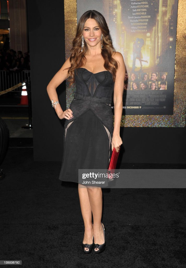 Actress <a gi-track='captionPersonalityLinkClicked' href=/galleries/search?phrase=Sofia+Vergara&family=editorial&specificpeople=214702 ng-click='$event.stopPropagation()'>Sofia Vergara</a> arrives to the Premiere Of Warner Bros. Pictures' 'New Year's Eve' at Grauman's Chinese Theatre on December 5, 2011 in Hollywood, California.