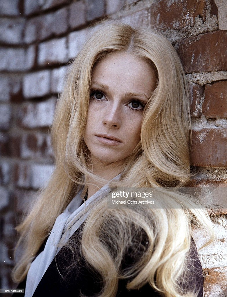 Actress Sondra Locke poses for a portrait in circa 1975.