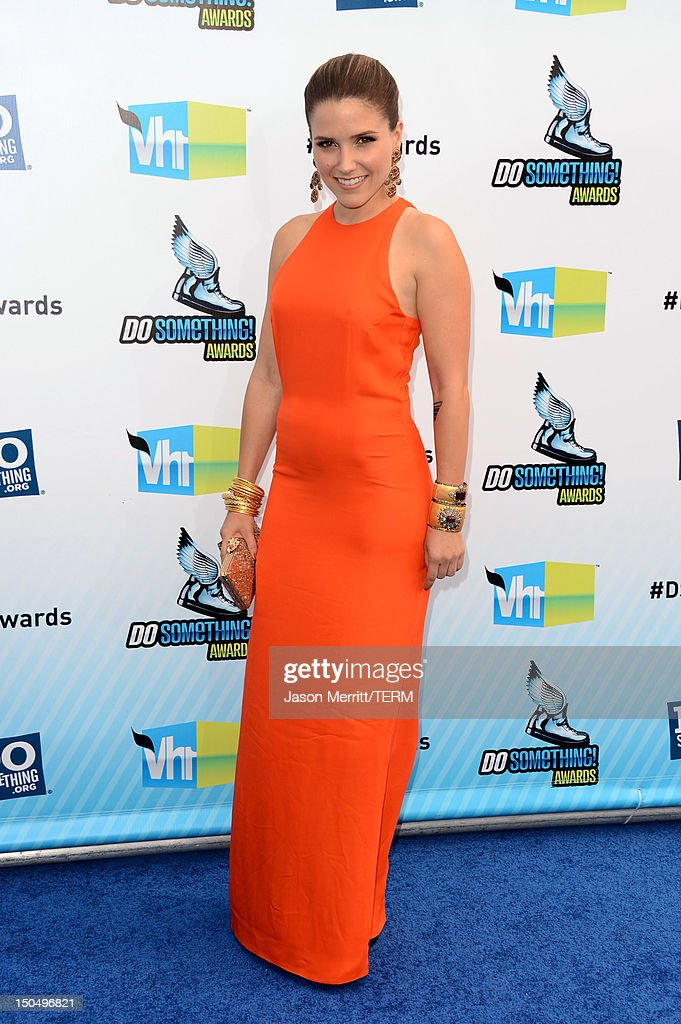 Actress <a gi-track='captionPersonalityLinkClicked' href=/galleries/search?phrase=Sophia+Bush&family=editorial&specificpeople=203180 ng-click='$event.stopPropagation()'>Sophia Bush</a> arrives at the 2012 Do Something Awards at Barker Hangar on August 19, 2012 in Santa Monica, California.