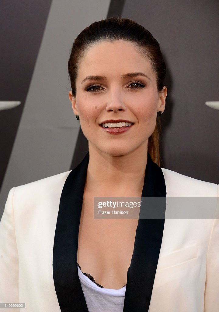Actress <a gi-track='captionPersonalityLinkClicked' href=/galleries/search?phrase=Sophia+Bush&family=editorial&specificpeople=203180 ng-click='$event.stopPropagation()'>Sophia Bush</a> arrives at the premiere of Columbia Pictures' 'Total Recall' held at Grauman's Chinese Theatre on August 1, 2012 in Hollywood, California