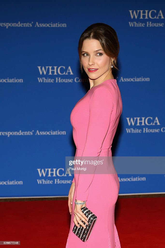 Actress <a gi-track='captionPersonalityLinkClicked' href=/galleries/search?phrase=Sophia+Bush&family=editorial&specificpeople=203180 ng-click='$event.stopPropagation()'>Sophia Bush</a> attends the 102nd White House Correspondents' Association Dinner on April 30, 2016 in Washington, DC.