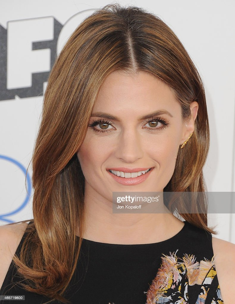 Actress <a gi-track='captionPersonalityLinkClicked' href=/galleries/search?phrase=Stana+Katic&family=editorial&specificpeople=2081035 ng-click='$event.stopPropagation()'>Stana Katic</a> arrives at the 2015 Film Independent Spirit Awards on February 21, 2015 in Santa Monica, California.