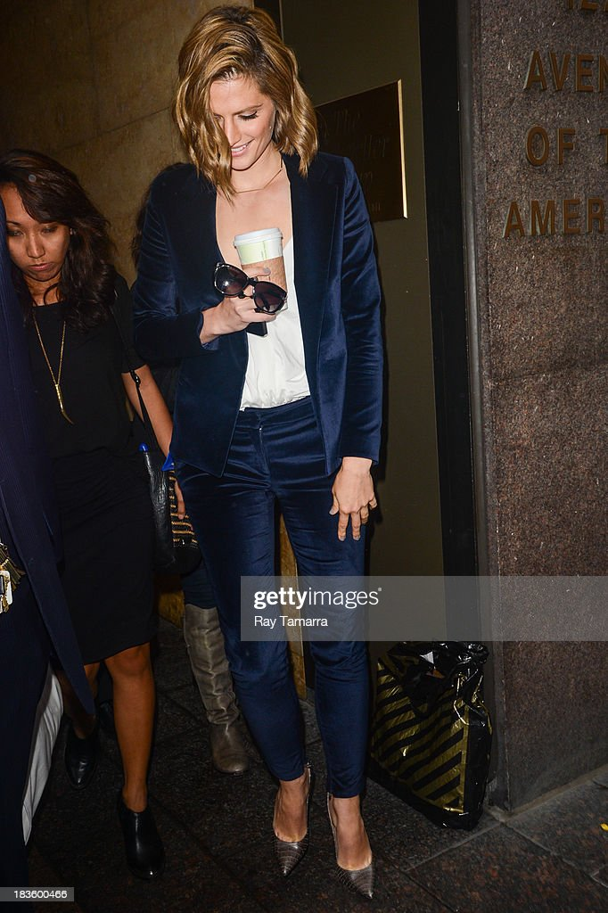 Actress <a gi-track='captionPersonalityLinkClicked' href=/galleries/search?phrase=Stana+Katic&family=editorial&specificpeople=2081035 ng-click='$event.stopPropagation()'>Stana Katic</a> leaves the Sirius XM Studios on October 7, 2013 in New York City.
