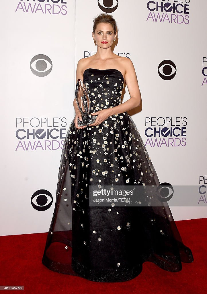 Actress <a gi-track='captionPersonalityLinkClicked' href=/galleries/search?phrase=Stana+Katic&family=editorial&specificpeople=2081035 ng-click='$event.stopPropagation()'>Stana Katic</a> poses in the press room at The 41st Annual People's Choice Awards at Nokia Theatre LA Live on January 7, 2015 in Los Angeles, California.