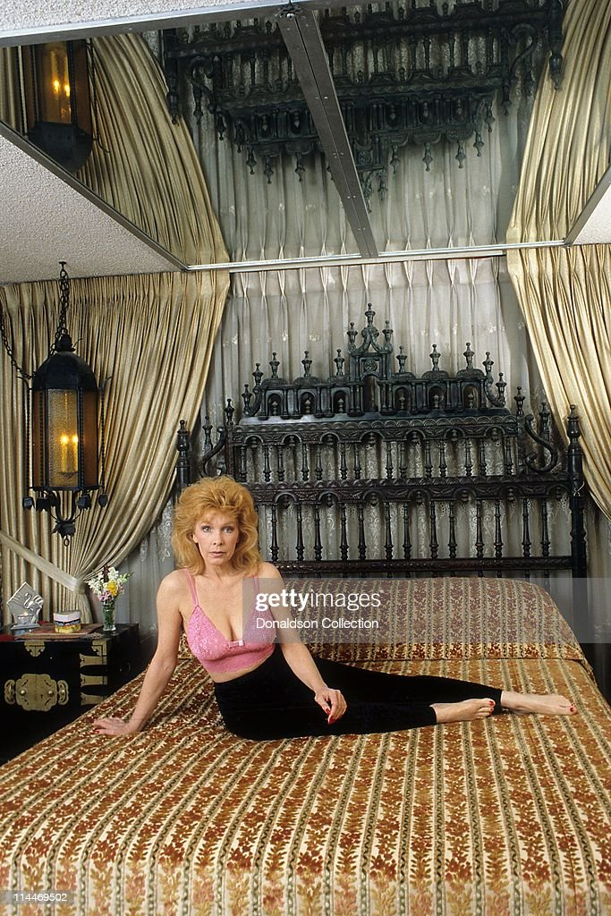 Actress <a gi-track='captionPersonalityLinkClicked' href=/galleries/search?phrase=Stella+Stevens&family=editorial&specificpeople=214015 ng-click='$event.stopPropagation()'>Stella Stevens</a> poses for a portrait in circa 1985 in Los Angeles, California.