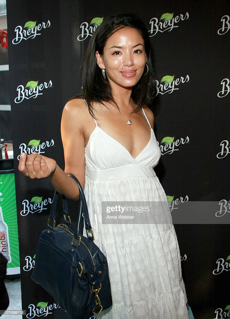 Actress Stephanie Jacobsen attends the Breyers' booth at the Kari Feinstein Primetime Emmy Awards style lounge at Zune LA on September 18, 2009 in Los Angeles, California.