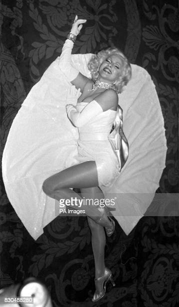 Actress Stephanie Lawrence portraying Marilyn Monroe during rehearsals at The Theatre Royal Drury Lane 4/11/00 The West End and Broadway star was...
