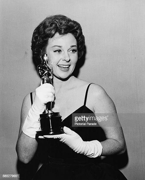 Actress Susan Hayward holding her Best Actress Oscar for the film 'I Want to Live' at the 31st Academy Awards April 6th 1959