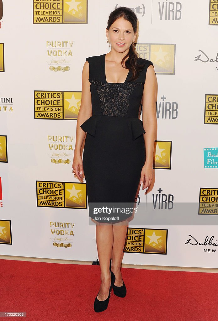 Actress <a gi-track='captionPersonalityLinkClicked' href=/galleries/search?phrase=Sutton+Foster&family=editorial&specificpeople=220522 ng-click='$event.stopPropagation()'>Sutton Foster</a> arrives at the BTJA Critics' Choice Television Award at The Beverly Hilton Hotel on June 10, 2013 in Beverly Hills, California.