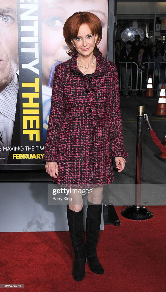 Actress <a gi-track='captionPersonalityLinkClicked' href=/galleries/search?phrase=Swoosie+Kurtz&family=editorial&specificpeople=213471 ng-click='$event.stopPropagation()'>Swoosie Kurtz</a> arrives at the Los Angeles premiere of 'Identity Thief' held at Mann Village Theatre on February 4, 2013 in Westwood, California.