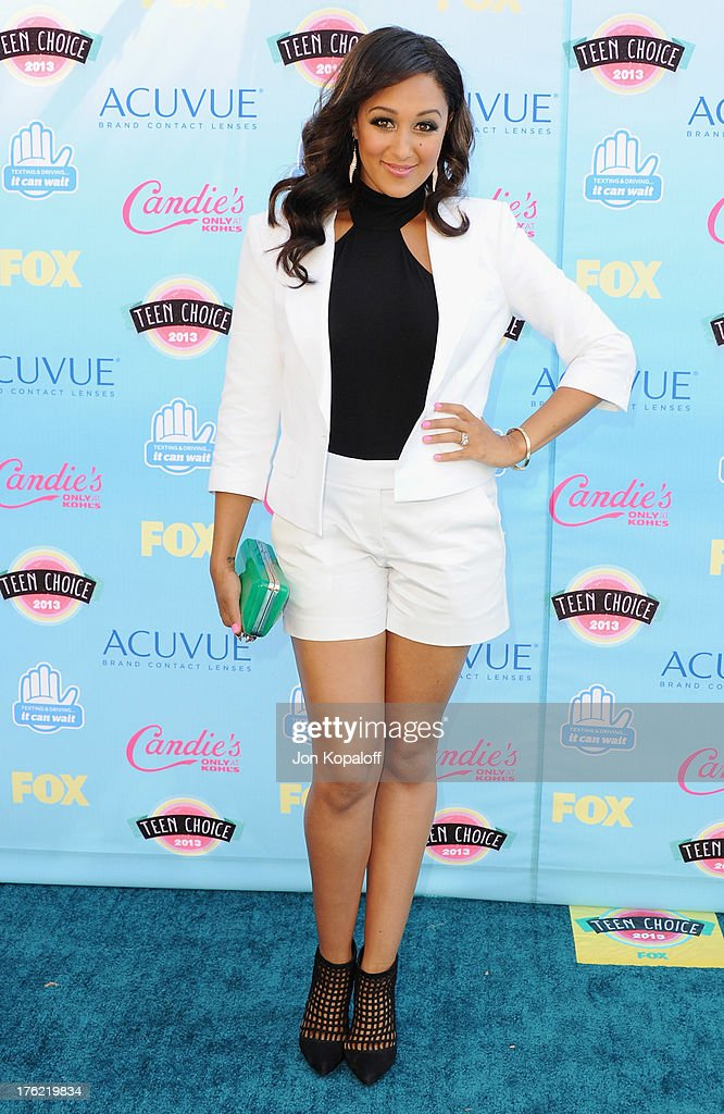 Actress <a gi-track='captionPersonalityLinkClicked' href=/galleries/search?phrase=Tamera+Mowry&family=editorial&specificpeople=798679 ng-click='$event.stopPropagation()'>Tamera Mowry</a> arrives at the 2013 Teen Choice Awards at Gibson Amphitheatre on August 11, 2013 in Universal City, California.