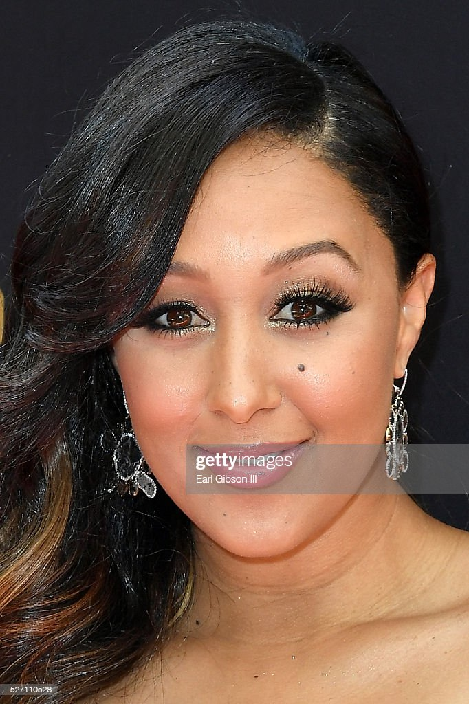 Actress <a gi-track='captionPersonalityLinkClicked' href=/galleries/search?phrase=Tamera+Mowry&family=editorial&specificpeople=798679 ng-click='$event.stopPropagation()'>Tamera Mowry</a>-Housley walks the red carpet at the 43rd Annual Daytime Emmy Awards at the Westin Bonaventure Hotel on May 1, 2016 in Los Angeles, California.