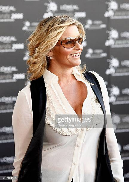 Actress Tammy McIntosh arrives at the L'Oreal Paris 2006 AFI Awards at the Melbourne Exhibition Centre on December 7 2006 in Melbourne Australia The...