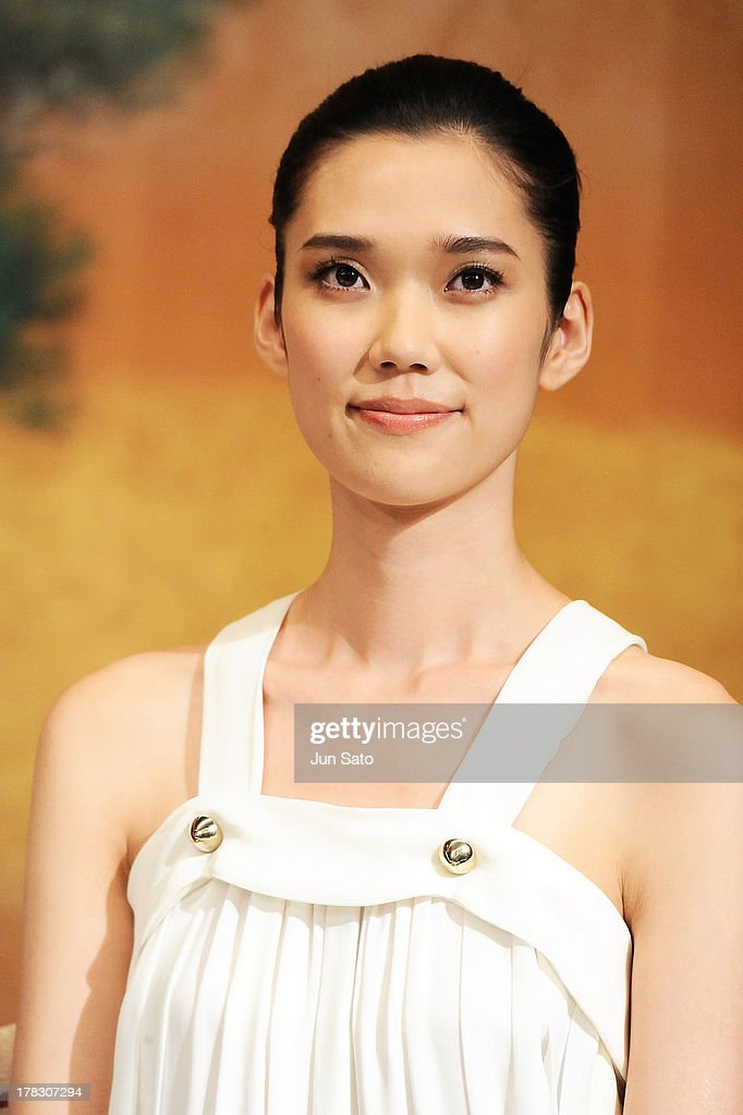 Actress <a gi-track='captionPersonalityLinkClicked' href=/galleries/search?phrase=Tao+Okamoto&family=editorial&specificpeople=6147528 ng-click='$event.stopPropagation()'>Tao Okamoto</a> attends 'The Wolverine' press conference at the Meguro Gajyoen on August 29, 2013 in Tokyo, Japan.