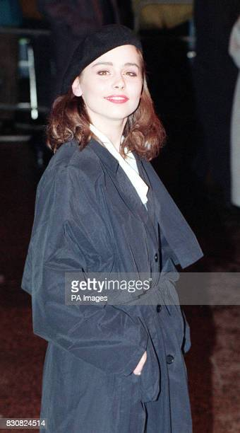 Actress Tara Fitzgerald arrives for the celebrity film premiere of Bram Stoker's Dracula at the Odeon Leicester Square