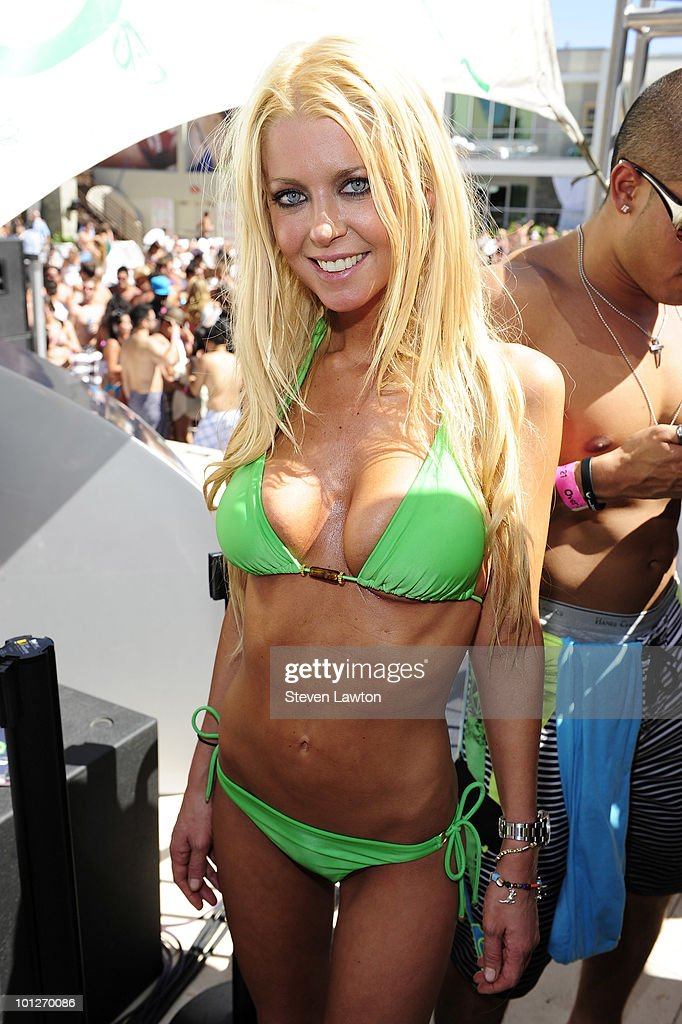 Actress <a gi-track='captionPersonalityLinkClicked' href=/galleries/search?phrase=Tara+Reid&family=editorial&specificpeople=202160 ng-click='$event.stopPropagation()'>Tara Reid</a> attends 2nd annual 'Love Festival' at The Palms Casino Resort on May 29, 2010 in Las Vegas, Nevada.