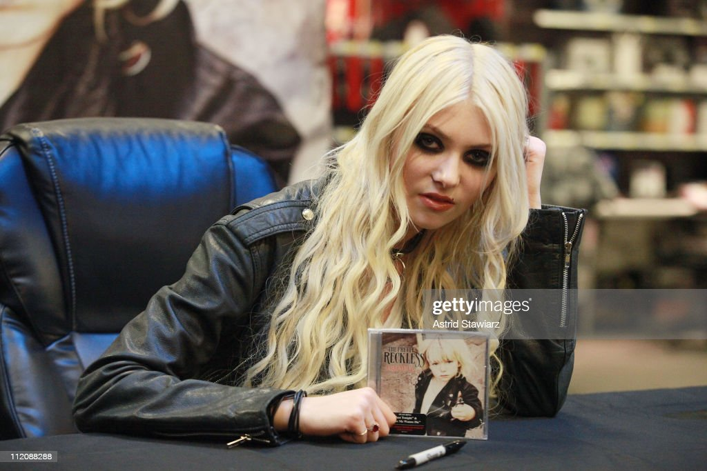 The Pretty Reckless Visit Best Buy Union Square