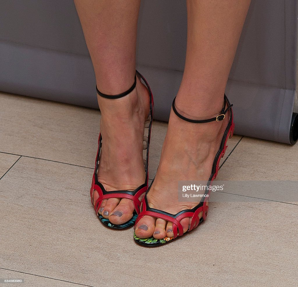 Actress <a gi-track='captionPersonalityLinkClicked' href=/galleries/search?phrase=Taylor+Schilling&family=editorial&specificpeople=5852086 ng-click='$event.stopPropagation()'>Taylor Schilling</a>, shoe detail, attends Paleylive