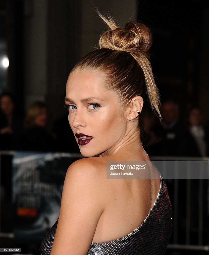 Actress <a gi-track='captionPersonalityLinkClicked' href=/galleries/search?phrase=Teresa+Palmer&family=editorial&specificpeople=612319 ng-click='$event.stopPropagation()'>Teresa Palmer</a> attends the premiere of 'Point Break' at TCL Chinese Theatre on December 15, 2015 in Hollywood, California.