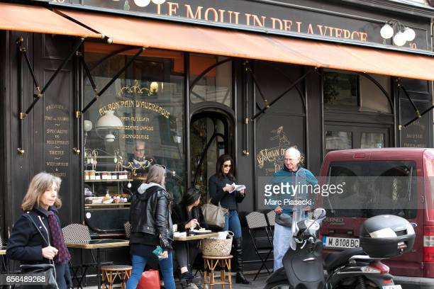 Actress Teri Hatcher and her father Owen W Hatcher leave the 'Le Moulin de la Vierge' bakery shop on 'Place des Petits Peres' on March 22 2017 in...