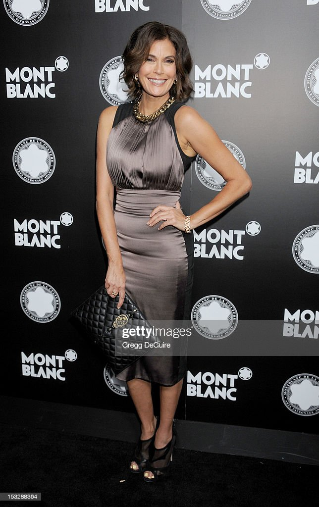 Actress <a gi-track='captionPersonalityLinkClicked' href=/galleries/search?phrase=Teri+Hatcher&family=editorial&specificpeople=202145 ng-click='$event.stopPropagation()'>Teri Hatcher</a> arrives at Montblanc's 2012 Montblanc De La Culture Arts Gala Honoring Quincy Jones at Chateau Marmont on October 2, 2012 in Los Angeles, California.