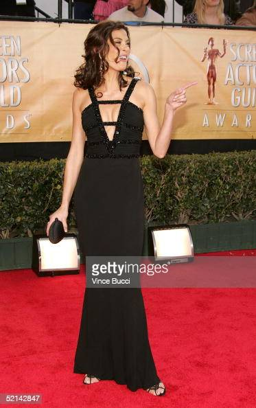 Actress Teri Hatcher arrives at the 11th Annual Screen Actors Guild Awards at the Shrine Exposition Center on February 5 2005 in Los Angeles...