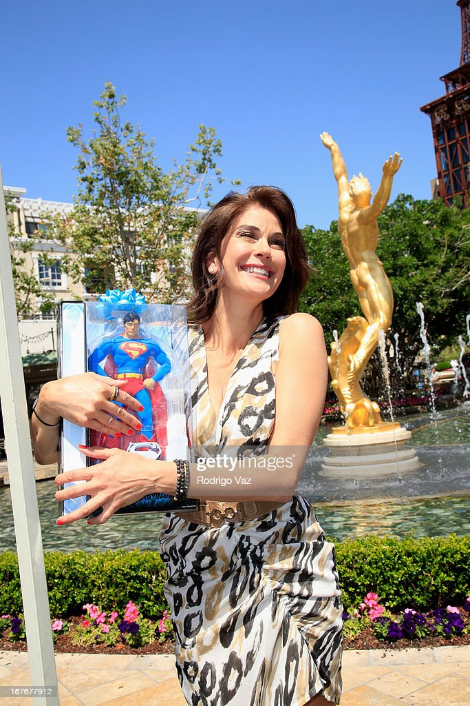 Actress Teri Hatcher attends celebrity yard sale and auction benefitting Juvenile Arthritis Association at The Americana at Brand on April 27, 2013 in Glendale, California.