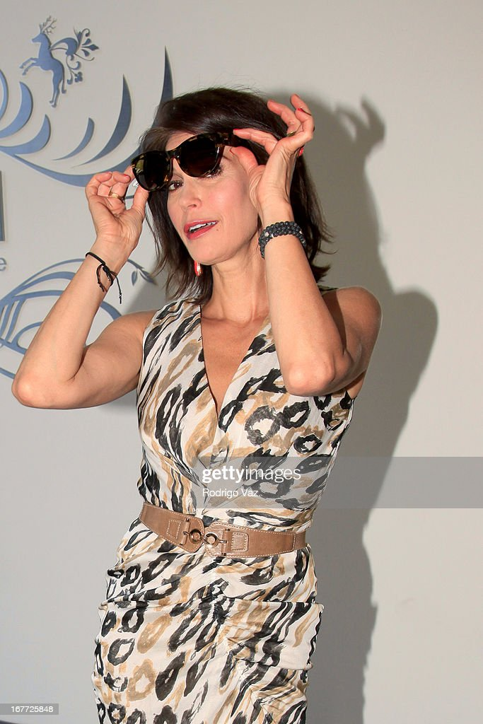 Actress <a gi-track='captionPersonalityLinkClicked' href=/galleries/search?phrase=Teri+Hatcher&family=editorial&specificpeople=202145 ng-click='$event.stopPropagation()'>Teri Hatcher</a> is sighted shopping at The Americana at Brand on April 27, 2013 in Los Angeles, California.
