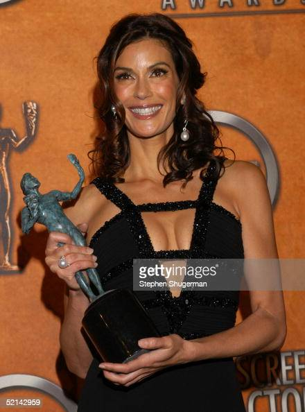 Actress Teri Hatcher with her award for Outstanding Performance by a Female Actor in a Comedy Series poses in the press room at the 11th Annual...