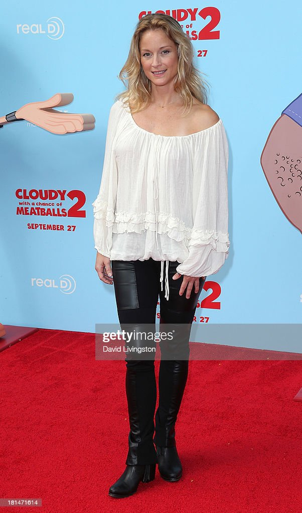 Actress <a gi-track='captionPersonalityLinkClicked' href=/galleries/search?phrase=Teri+Polo&family=editorial&specificpeople=226564 ng-click='$event.stopPropagation()'>Teri Polo</a> attends the premiere of Columbia Pictures and Sony Pictures Animation's 'Cloudy with a Chance of Meatballs 2' at the Regency Village Theatre on September 21, 2013 in Westwood, California.