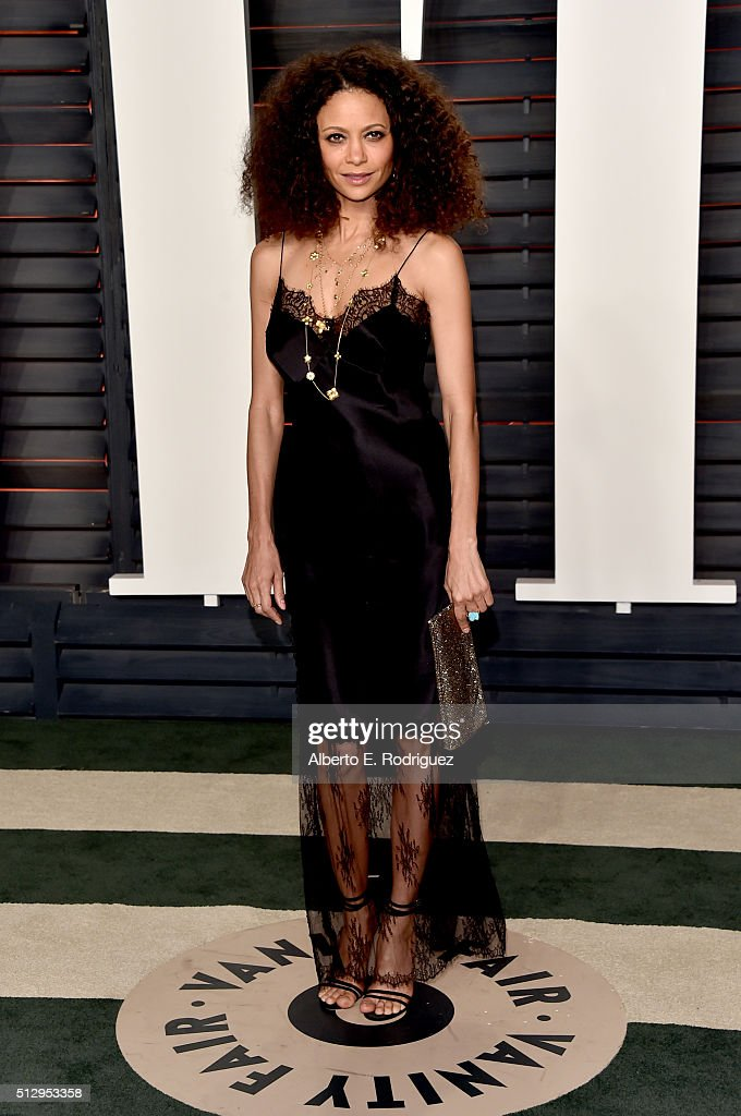 Actress <a gi-track='captionPersonalityLinkClicked' href=/galleries/search?phrase=Thandie+Newton&family=editorial&specificpeople=210812 ng-click='$event.stopPropagation()'>Thandie Newton</a> attends the 2016 Vanity Fair Oscar Party hosted By Graydon Carter at Wallis Annenberg Center for the Performing Arts on February 28, 2016 in Beverly Hills, California.