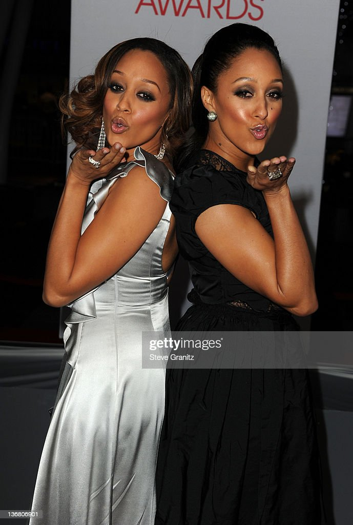 Actress <a gi-track='captionPersonalityLinkClicked' href=/galleries/search?phrase=Tia+Mowry&family=editorial&specificpeople=631098 ng-click='$event.stopPropagation()'>Tia Mowry</a> (L) and Tamara Mowry arrive at the People's Choice Awards 2012 at Nokia Theatre LA Live on January 11, 2012 in Los Angeles, California.