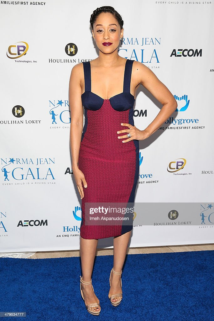 Actress <a gi-track='captionPersonalityLinkClicked' href=/galleries/search?phrase=Tia+Mowry&family=editorial&specificpeople=631098 ng-click='$event.stopPropagation()'>Tia Mowry</a>-Hardrict attends the 2nd Annual Norma Jean Gala at The Paley Center for Media on March 18, 2014 in Beverly Hills, California.