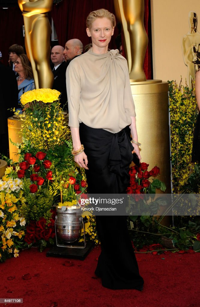 Actress <a gi-track='captionPersonalityLinkClicked' href=/galleries/search?phrase=Tilda+Swinton&family=editorial&specificpeople=202991 ng-click='$event.stopPropagation()'>Tilda Swinton</a> arrives at the 81st Annual Academy Awards held at Kodak Theatre on February 22, 2009 in Los Angeles, California.