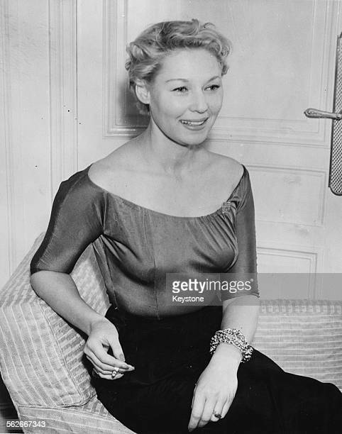 Actress Tilda Thamar pictured in her room at the Savoy Hotel London March 14th 1952