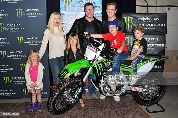 Actress Tori Spelling actor Dean McDermott and their kids Jack McDermott Liam McDermott Fin McDermott Hattie McDermott and Stella McDermott attend...