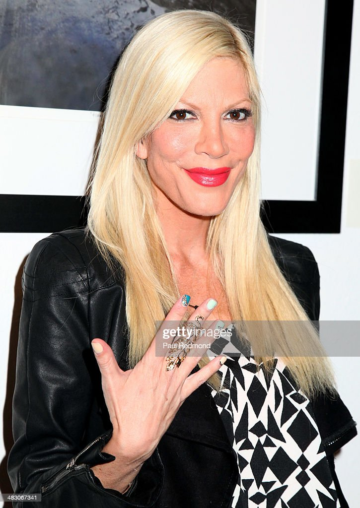 Actress <a gi-track='captionPersonalityLinkClicked' href=/galleries/search?phrase=Tori+Spelling&family=editorial&specificpeople=202560 ng-click='$event.stopPropagation()'>Tori Spelling</a> attending the 'Jennie Garth: Awake' opening night artist reception at Project Gallery on April 5, 2014 in Hollywood, California.