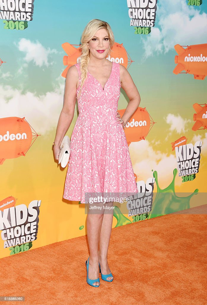 Actress Tori Spelling attends Nickelodeon's 2016 Kids' Choice Awards at The Forum on March 12, 2016 in Inglewood, California.