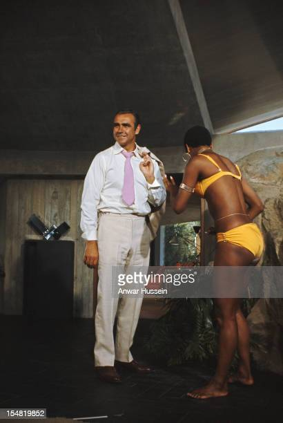 Actress Trina Parks as Thumper and Scottish actor Sean Connery on the set of the James Bond film 'Diamonds Are Forever' USA 1971 They are on location...