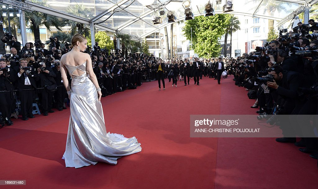US actress Uma Thurman poses on May 26, 2013 as she arrives for the screening of the film 'Zulu' presented Out of Competition at the 66th edition of the Cannes Film Festival in Cannes. AFP PHOTO / ANNE-CHRISTINE POUJOULAT