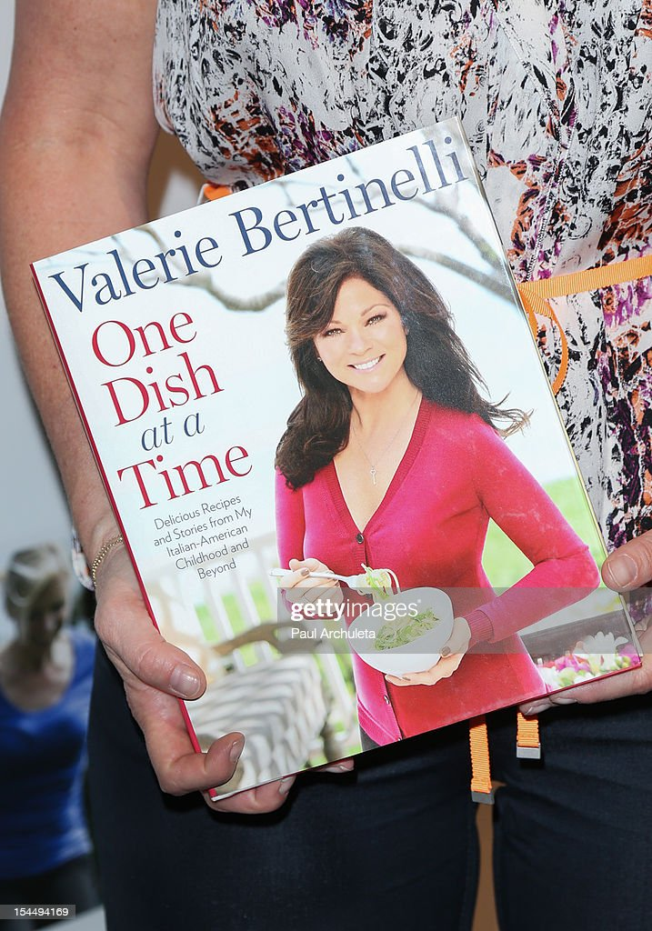 Actress <a gi-track='captionPersonalityLinkClicked' href=/galleries/search?phrase=Valerie+Bertinelli&family=editorial&specificpeople=790177 ng-click='$event.stopPropagation()'>Valerie Bertinelli</a> (Book Detail) attends the Oprah Winfrey's O You! 2012 at Los Angeles Convention Center on October 20, 2012 in Los Angeles, California.