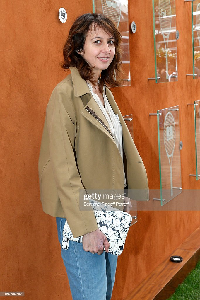 Actress Valerie Bonneton attends Roland Garros Tennis French Open 2013 - Day 7 on June 1, 2013 in Paris, France.
