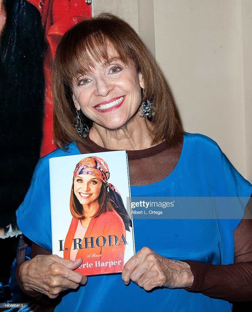 Actress <a gi-track='captionPersonalityLinkClicked' href=/galleries/search?phrase=Valerie+Harper&family=editorial&specificpeople=206853 ng-click='$event.stopPropagation()'>Valerie Harper</a> attends The Hollywood Show at Lowes Hollywood Hotel on January 4, 2014 in Hollywood, California.