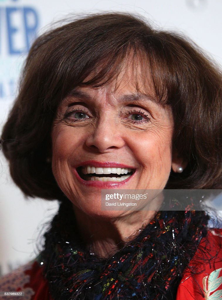 Actress valerie harper attends tower cancer research foundation s